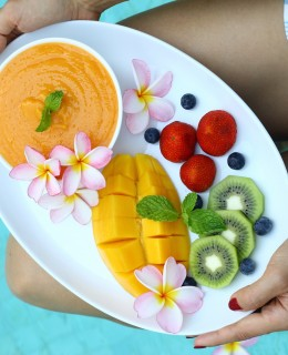 How to Eat Healthy While Traveling by Ambra Torelli