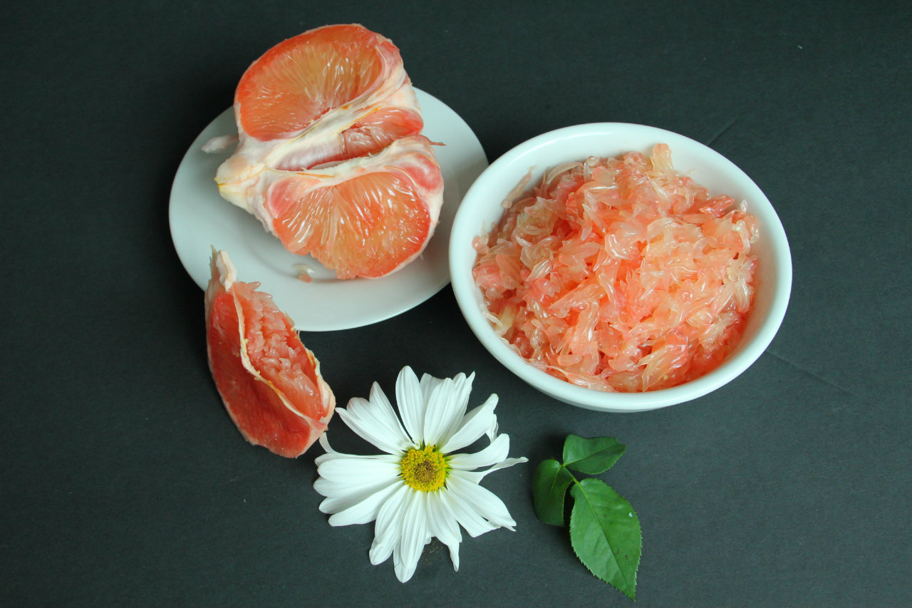 How To Peel a Pomelo And Why It's Good For You