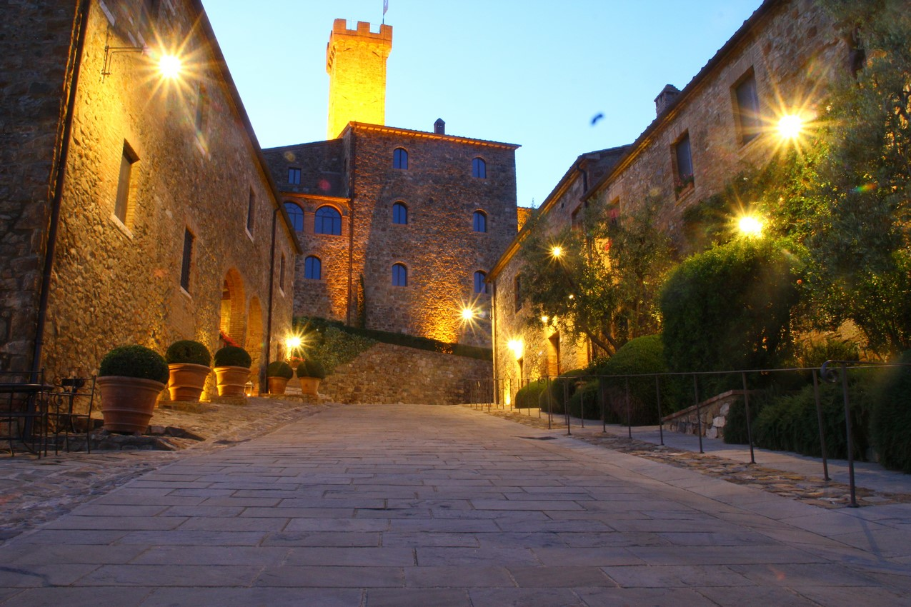CastelloBanfiIlBorgo night