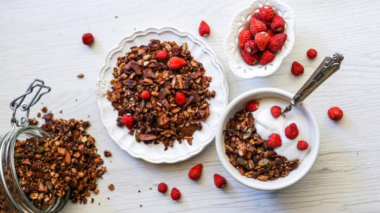 Healthy Dark Chocolate Granola (Gluten & Dairy Free)